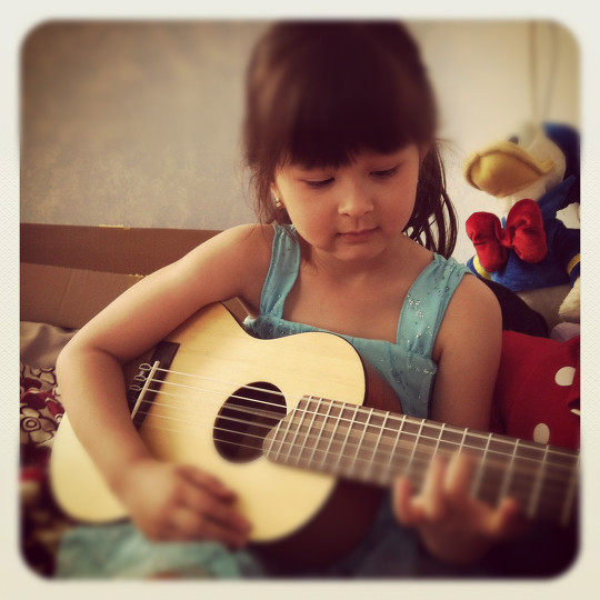 Kiersten and her guitalele