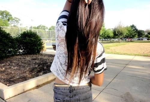 Фото на аву для девушек с темными волосами
