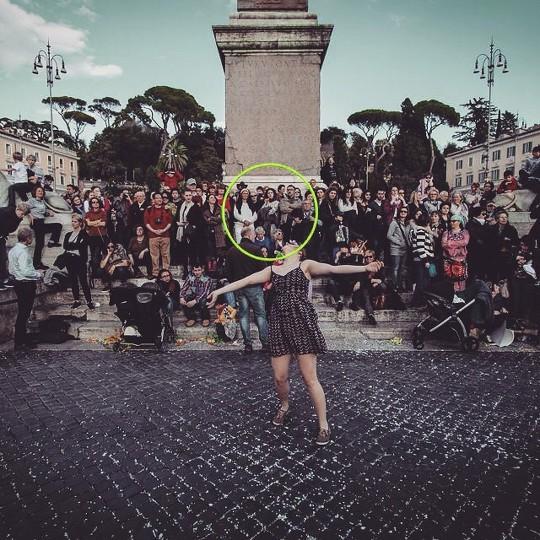 Carnevale Roma #italy #instaitalia #roma #rome #italian #hulahoop #hula #crowd #confetti #carnival #